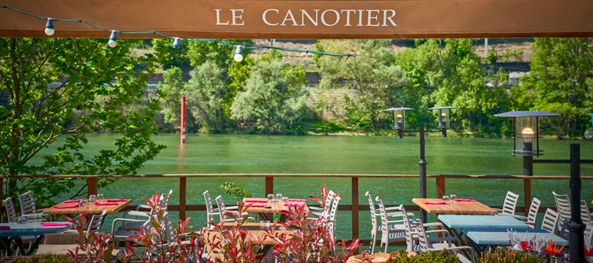 Terrasse du restaurant Le Canotier à Rochetaillee-sur-Saone