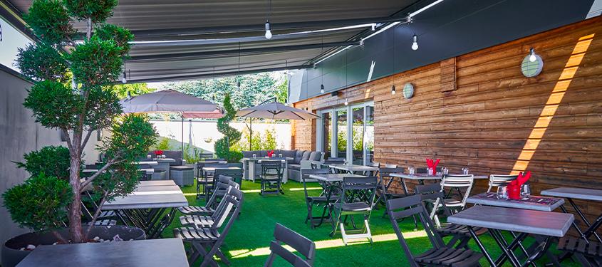 Terrasse du restaurant Le Compos'Eat à Sainte-Consorce